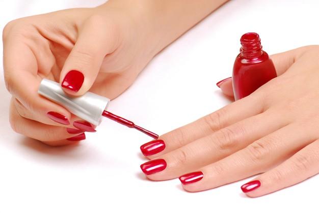 rød neglelak