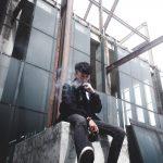 Mand ryder ecigaret